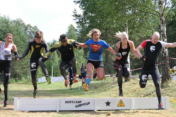 En herlig gjeng som vet å nyte et hinderløp (Foto: Line Hofoss Holm)
