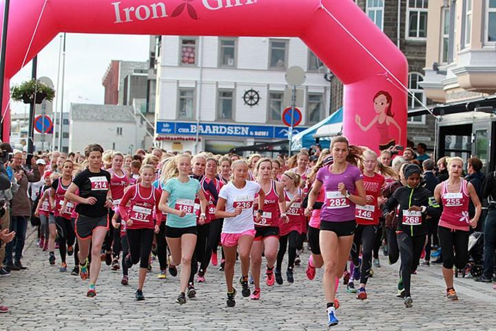268 Irongirls: Mange på startstreken. (Foto: Kjell Vigestad)