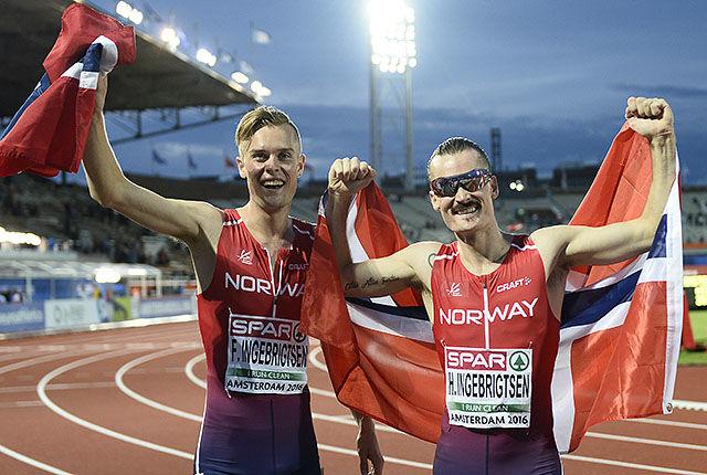 Brødrene Ingebrigtsen kunne juble hemningsløst og gratulere hverandre med EM-medalje. (Foto: Bjørn Johannessen)