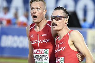 Ingebrigtsen-brødrene etter 1500m i EM i Amsterdam.