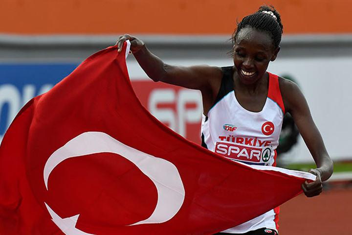 Kenyanske Vivian Jemutai hadde brått vorti til Yasemin Can og tok to EM-gull for Tyrkia. (Foto: Bjørn Johannessen)