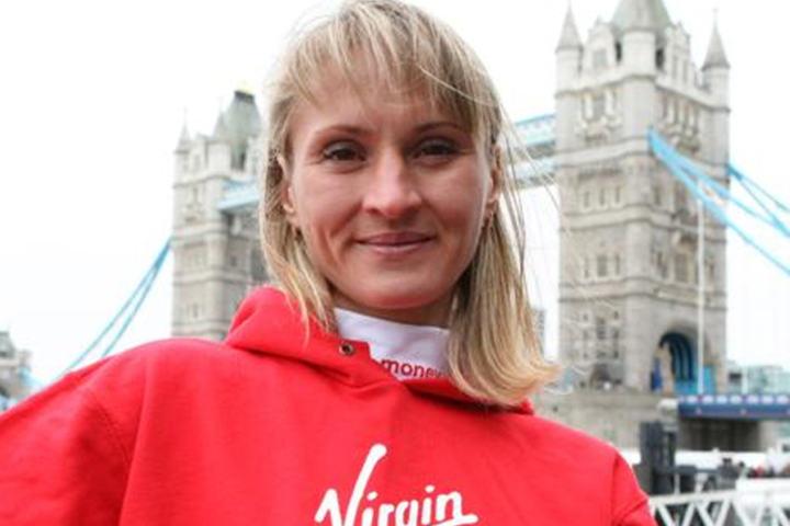 Juksemaker: Liliya Shobukhova ble i 2014 tatt for doping og er nå dømt i engelsk rett til å betale tilbake det hun vant i London Marathon i 2010 og 2011. I god tro tok jeg dette bildet i 2011 foran Londons kjente landemerke, Tower Bridge. Jeg trodde jeg fotograferte en av tidenes mest meriterte maratonløpere, og så viser det seg at hun hele tiden hadde dopet seg. (Foto: Kjell Vigestad),