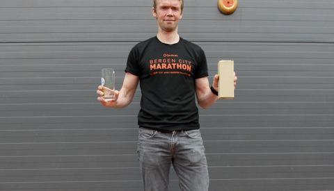 Helge Hafsås kunne enda en gang stå øverst på pallen i et maratonløp. Etter litt motgang og skader er Helge nå på vinnersporet igjen i sitt 51. leveår