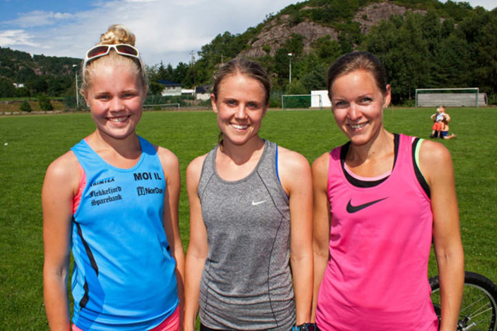Tre beste kvinner på Duefjellet distansen på 8.7 km i Spangereidløpet.  Foto: Arrangøren