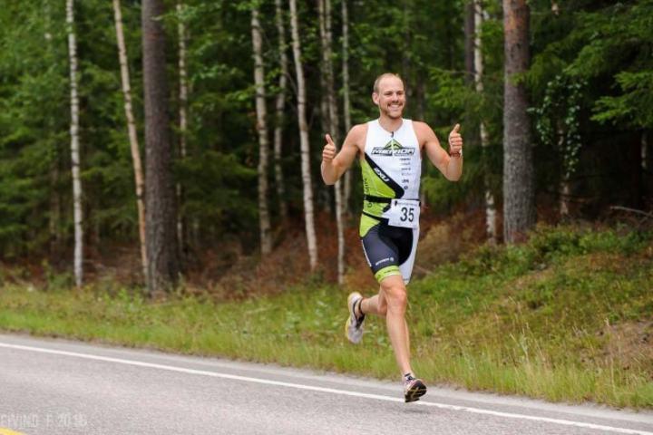 Erik Fossen Nilsen kan juble for seier på sprinten på Lunderseter lørdag. (Foto: Eivind Flensborg)