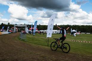 Carl Fredrik Hagen kunne juble på oppløpet etter å ha forsvart NM-tittelen fra i fjor. (Foto: Terje Vestad)