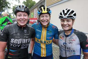 Jennie Stenerhag vant Grenserittet for tredje år på rad. På de neste plassene fulgte haldenserne Emilie Moberg (til høyre) og Ingrid Bøe Jacobsen. (Foto: Kjell Vigestad)