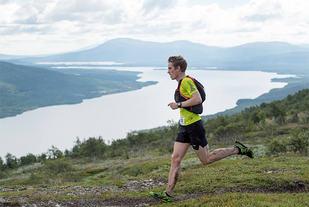 Kenneth Myhre er en sterk terrengløper, men måtte se seg slått av seks svensker i Axa Fjällmaraton. (Foto: arrangøren)