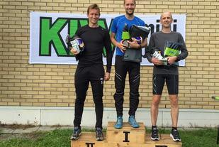 De tre raskeste i ultraløpet over 75 km, Erik Sagvolden på topp med Frank Løke på 2. plass og Ole Erik Flatin på 3. plass (foto: Eira Weseth).