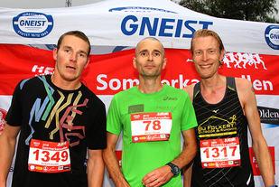 Premiepallen 10 km menn: vinner Hugo Olsen omkranset av Michael Uhlar og Douwe Nauta. - Foto : Arne Dag Myking