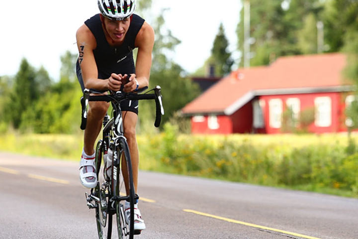 Foto:  Emil Wiig under sykkeldelen i Oslo Triathlon