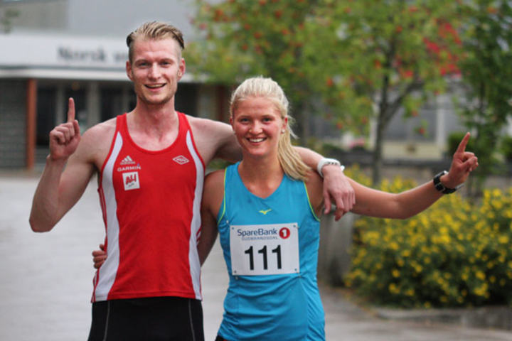 Glade vinnere kunne juble for hver sin seier. Einar Haakon Christian Rose som løper for Vidar ble klokket inn på tiden 11:59,7 Marit Østvang FIK Ren-Eng fikk tiden 14:20,5. Foto: Finn Olsen