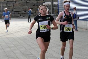 Norna Salhus løperne Silje Lindstad og Aleksander Kristiansen Meyer er flittige deltagere i Åsanekarusellen på hjemmebane