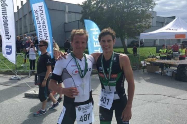 Kristian Blummenfelt (til v.) kom rett fra 13.plass i OL til gull i NM Her sammen med dagens toer  Gutasv Iden. (Foto: Foto Stian Sandtorv)