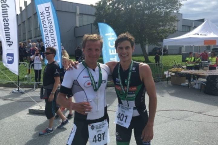 Kristian Blummenfelt (til v.) kom rett fra 13.plass i OL til gull i NM. Her sammen med dagens toer Gutasv Iden. (Foto: Foto Stian Sandtorv)