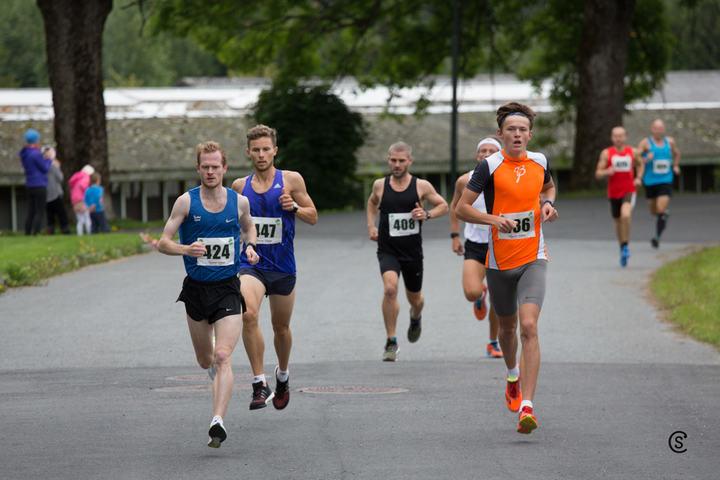 Fra starten på Årungen Rundt med de tre raskeste fra venstre: Jonas Lurås Hammer, Andreas Myhre Sjurseth og Håvard Solberg. (Foto: Sylvain Cavatz)