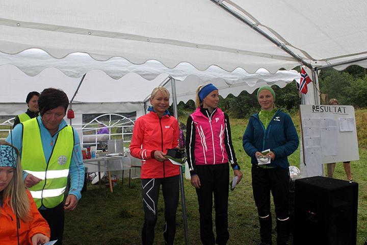 Dei tre raskaste damene til Fonnabu; Frå venstre nr.1 May Britt Buer, nr 2 Karin Hilstad, nr 3. Tina Eik