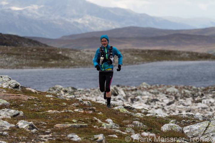 Hilde Aders ved Skarvassbu på lørdagens ultraløp (foto: Frank Meissner)