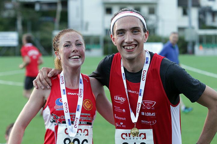 Kortløypevinnerne Eli Anne Dvergsdal og Trygve Feidje Mjelde kunne smile bredt etter løpet