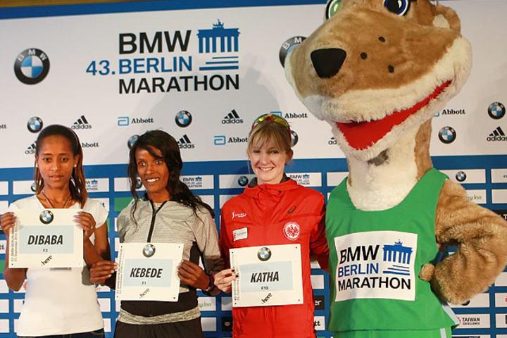 De største favorittene og kanskje best tyske løper: Fra venstre: Birhane Dibaba og Aberu Kebede, og et tysk håp: Katharina Heinig. (Foto: Kjell Vigestad)