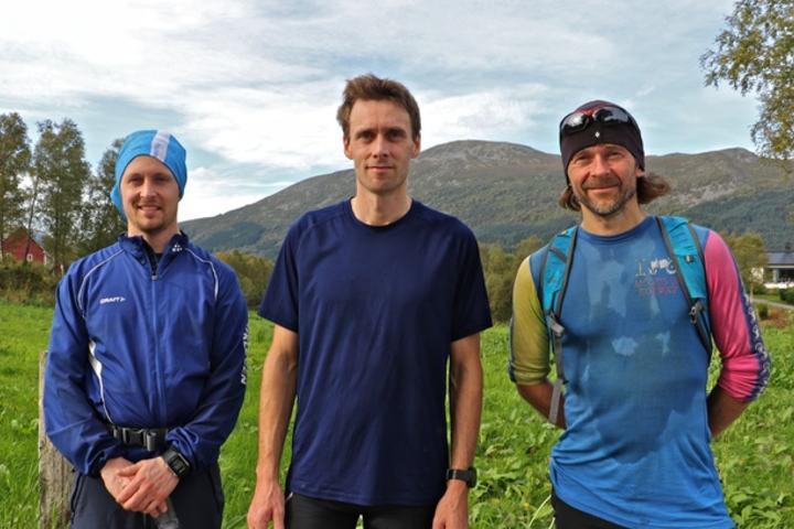 Korshamna. Fra venstre Ole Magnus Melchior, Terje Åmelfot og Arnt Flatmo. Foto: Martin Hauge-Nilsen