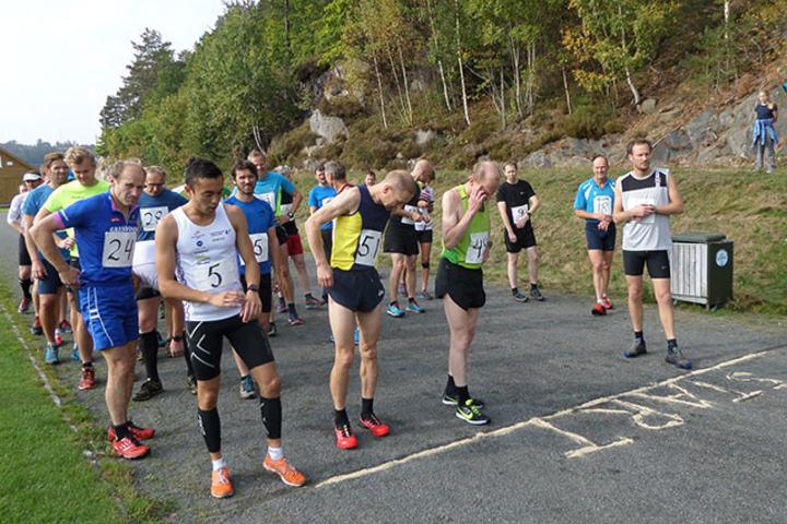 Det var totalt 78 som fullførte Fagerheikongen i år. Til venstre, med startnummer 5, ser vi John Olav Steinsland som vant langløypa. (Foto: arrangøren)