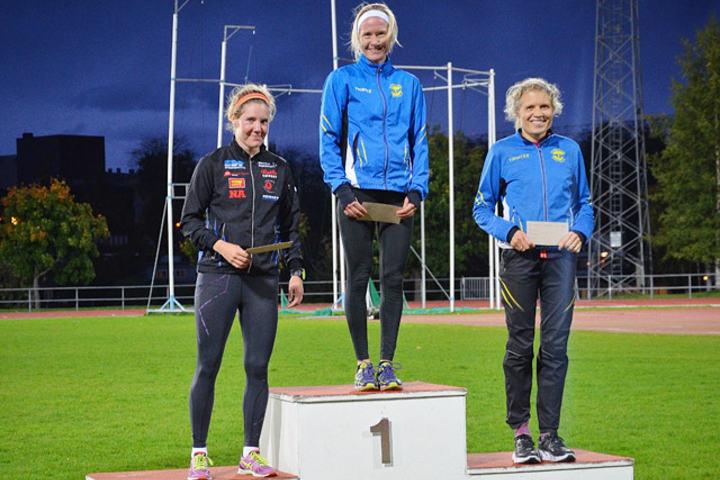 Lena Selen vant foran Maria Wågan (til venstre) og Anne Nevin. (Foto: Kaja Bakkejord)