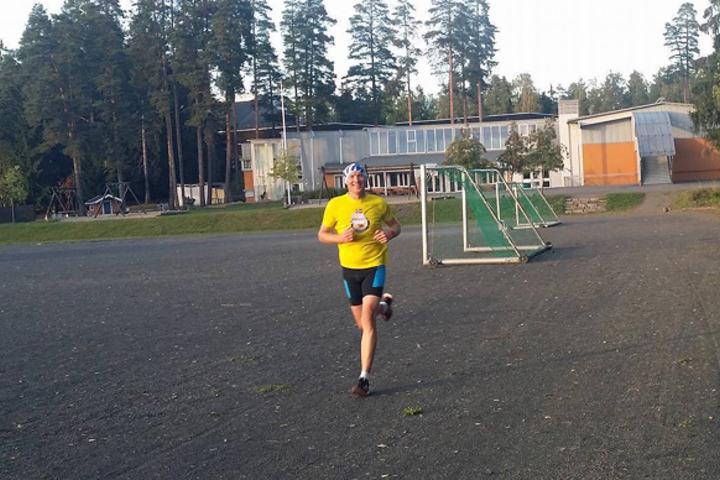 Henning Mortensen smilende i tet halvveis i det siste løpet på Greveløkka. (Foto: Miroslaw Baran)