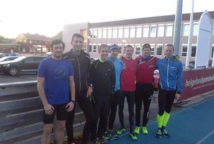 10000 m deltagerne i kretsstevne på Sømna stadion (Foto: Sømna IL)