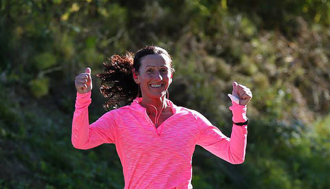 Langløper: Titina Bakken er ikke så opptatt av å løpe raskt, men legger gjerne bak seg både 100 og 200 kilometer i uka. Foto: Bjørn Hytjanstorp