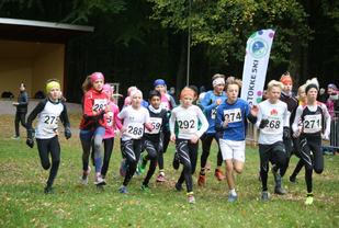 Starten har gått på 2,4 km for jenter og gutter 13 år