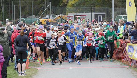 Starten går på fem-kilometeren i Nøklevann Rundt. Foto: Per Inge Østmoen