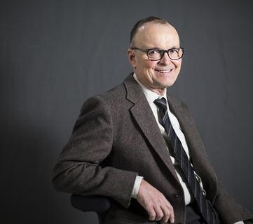 Tom Colbjørnsen er en norsk professor i ledelse og organisasjon ved Handelshøyskolen BI.