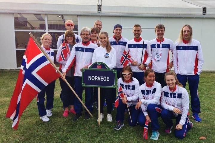Den norske troppen klar for innmarsj, 7 løpere og 6 i støtteapparatet (foto: Stig Andy Kvalheim).