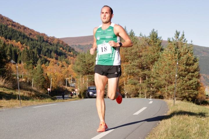 Selv om Olger Pedersen deltar på mange lokale løp, var dette første gang han var med på Snipsøyrvatnet Rundt. Det gikk så bra at han vant heile løpet.