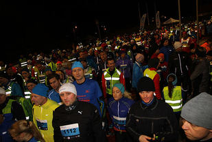 Folksomt på Fana Stadion - Foto : Arne Dag Myking