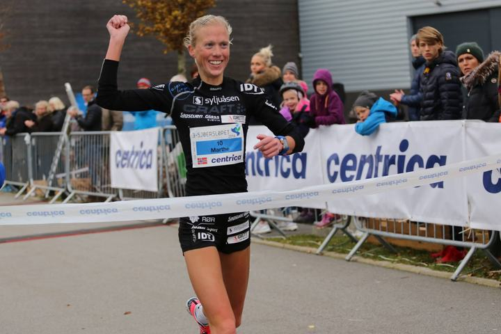 Marthe Katrine Myhre vant både i 3-sjøers og Oslo i 2016 - så hun er nok godt fornøyd med arrangørene av de to neste NM på halvmaraton (foto: Steffen Thorsen fra 3-sjøersløpet).