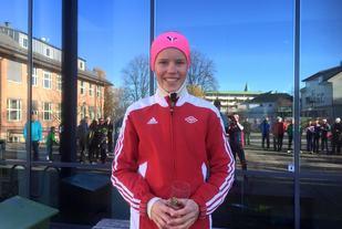 Pernille Karlsen Antonsen vant nok en gang motbakkeløpet opp til Høytorp Fort (arrangørfoto).