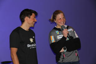 Nils Ingar Aadne (Nilsi) og Astrid Uhrenholt Jacobsen var tilstede for å motivere morgendagens ungdom (foto: Terje Lund Olsen).