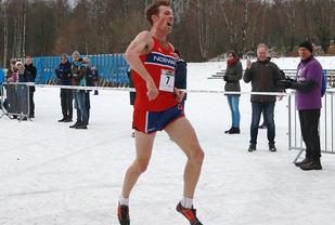 Seierjubel for Ørjan Grønnevig i det han løper i mål som klar vinner. Det er hans første nordiske mesterskapstittel.