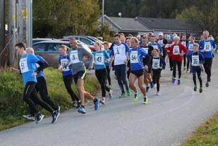 Starten er akkurat gått for sesongens 1. løp (Foto: Stanley Hauge)