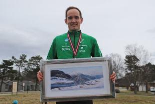Olger Pedersen, Dimna IL vant halvmaraton i Ålesund Nyttårsmaraton på tiden 1.18.29
