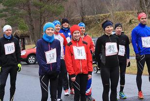 På startstreken: 23 løp rundt Litledalsvatnet i romjula.