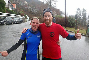 Nancy Sommer og Trygve Andresen smiler etter målgang - (Foto: Arrangøren)