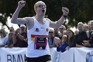 Trippelvinner 2016 Kenneth Smeby som innledet med pallplass på maraton på 2:30:18, fortsatte med halvmaraton på 1:23:19 og løp den avsluttende 10-kilometeren på 40:15 (foto: Bjørn Johannessen).