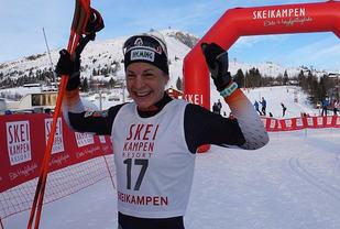Astrid Uhrenholdt Jacobsen, IL Heming fornøyd etter å ha gjennomført Skeikampenrennet nesten ti minutter raskere enn i fjor og satt ny løyperekord med nesten sju minutter. (Foto: Skeikampen Resort)