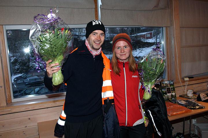 Vinnerne Vidar Dahle og Lina Rivedal fikk forsyne seg først fra premiebordet