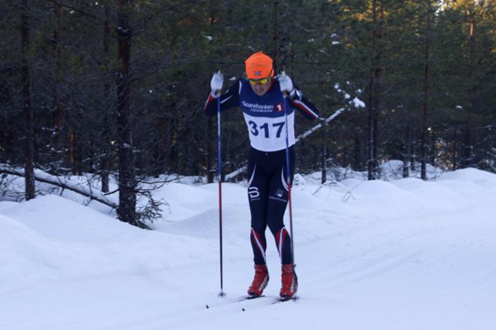 Anders Kampenhøy i aksjon på hjemmebane i Furnesåsen Rundt som i likhet med mange andre lokale renn var tilbake på normalnivå i deltakelse etter unntaksåret 2016.