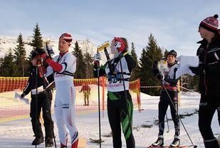 Lars Hol Moholdt, Evine Westli Andersen og Øyvind Watterdal klare til jaktstart. (Foto: Stein Arne Negård)