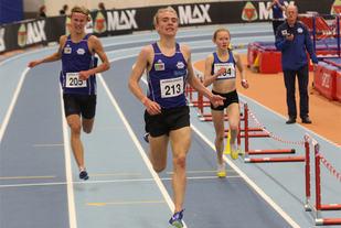 Jens Larsen Åstveit vinner dagens 3000 meter foran Henrik Irgens Gravdal. Adele Henriksen blir beste kvinne.